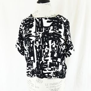 🧚Forever 21 Black and White Abstract Crop Blouse